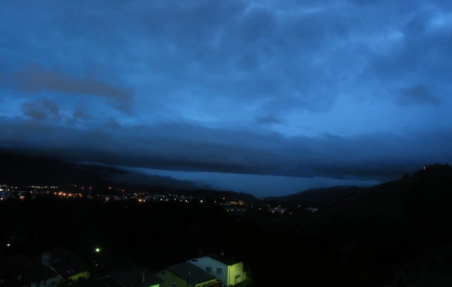 Shelf cloud Maribor 8.7.2015 Jernej Lipovec