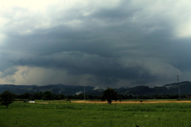 Shelf cloud okolica Maribora 8.7.2015 Kristijan Cizerl