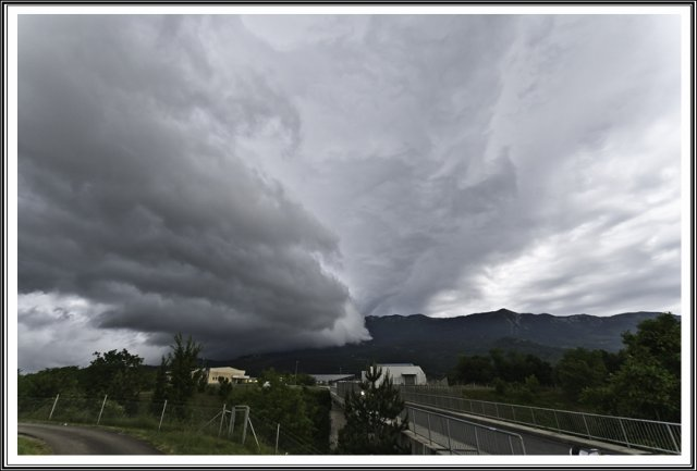 Supercelica z shelf cloudom na Primorskem 20.05.2015 robi dolničar