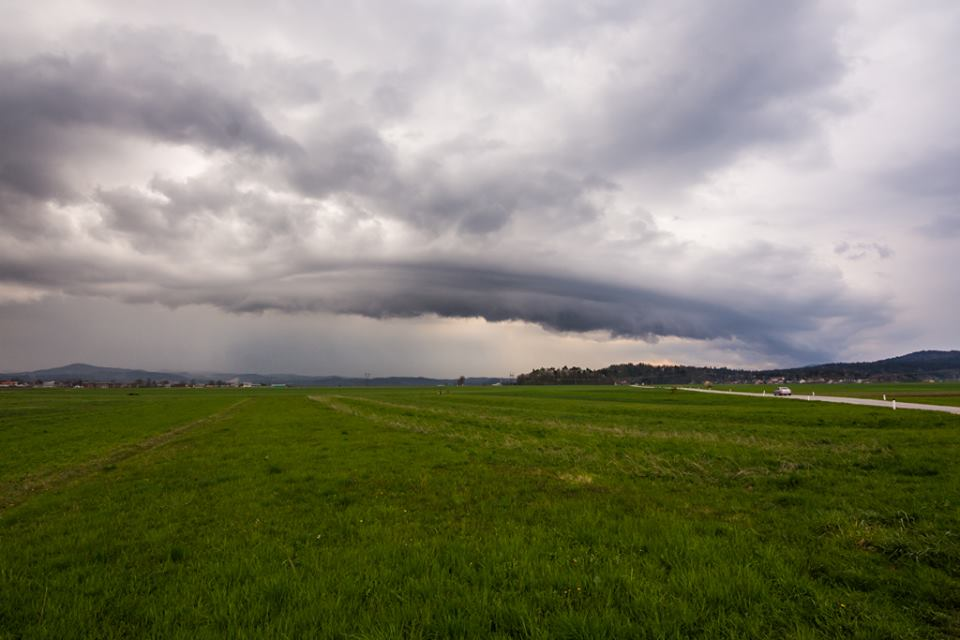 shelf cloud na obmocju iga na barju 8.4.2019 matic cankar