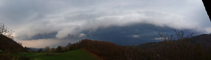 shelf cloud rudnica pri podcetrtku 8.4.2019 gregor motoh