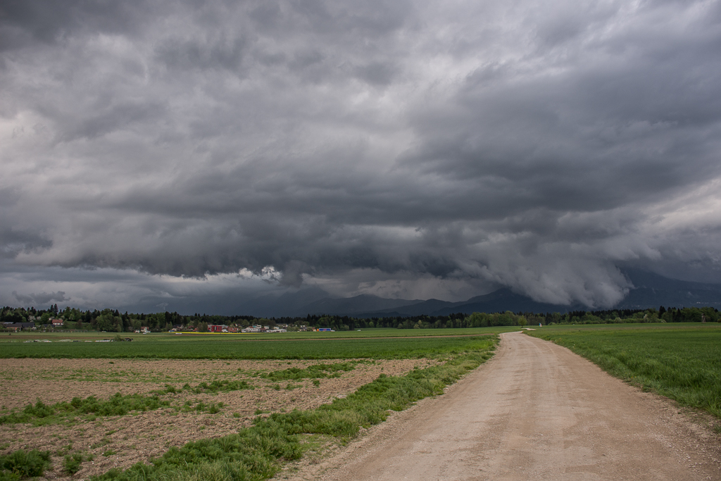 shelf cloud vodice 26.4.2018 matic cankar portal 2